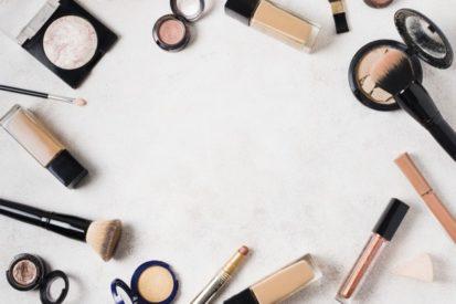 pilih tekstur foundation yang sesuai dengan kulit Anda