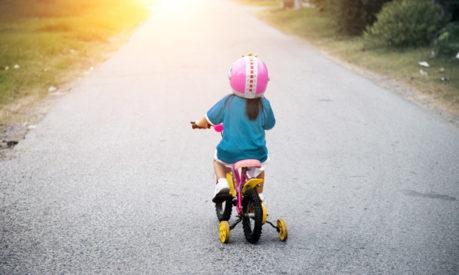 ketahui cara untuk mengajarkan anak bermain sepeda