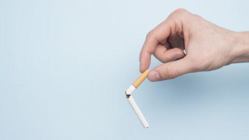 merokok dapat merusak kulit Anda