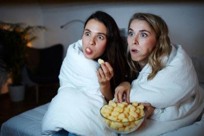 Jangan Mengonsumsi Camilan Saat Menonton Televisi