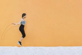 lakukan olahraga skipping selama work from home