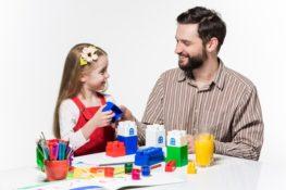 bermain dapat meningkatkan kedekatan anak perempuan dan ayah