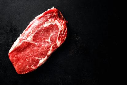 mengonsumsi daging merah untuk menambah berat badan