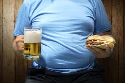 Konsumsi alkohol menyebabkan maag